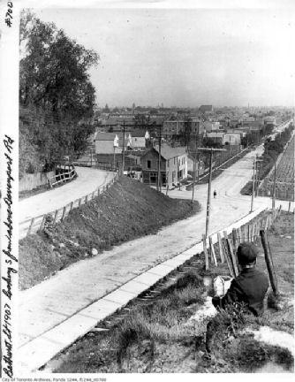 Bathurst_Davenport-1907x.jpg